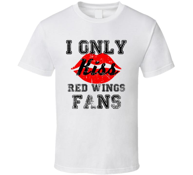 I Only Kiss Detroit Fans Hockey Team T Shirt