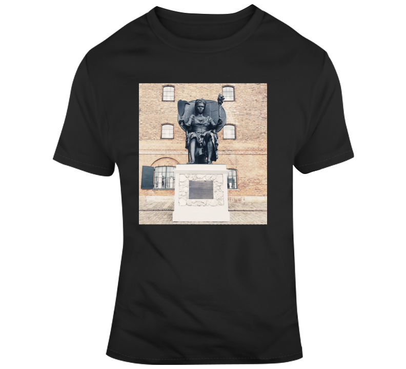 Queen Mary Statue T-shirt