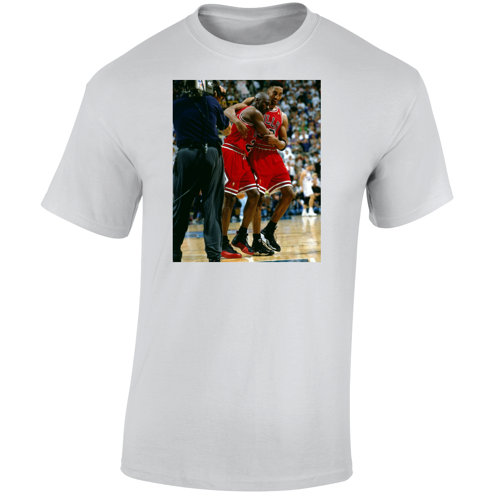 Michael Jordan Flu Game Pippen Hugging Jordan T Shirt